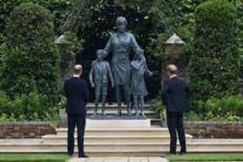Pangeran William dan Harry rukun saat resmikan patung mendiang Putri Diana