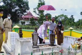 Bupati Inhu ziarah makam Raja Narasinga di Kota Lama