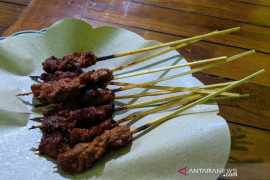 Pedas gurih sate rembiga, hidangan wajib  coba di Lombok