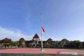 Wafat karena positif COVID-19, Bupati Bekasi dimakamkan di pemakaman keluarga