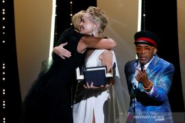 pemenang penghargaan Palme d'Or Festival Film Cannes ke-74