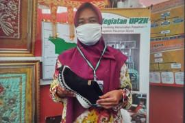 Mina Kurniasih tambah penghasilan keluarga dengan merajut