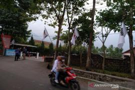Puluhan hotel dan restoran lakukan aksi pasang bendera putih, ada apa?