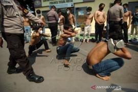 Polisi Amankan Pelajae Yang Akan Berunjuk Rasa Di Tegal Page 1 Small