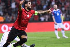 Lazio bela pemain baru Elseid Hysaj dari serangan pendukung garis kerasnya