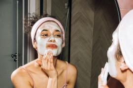"""Lakukan """"face scrub"""" dengan tepat agar masalah skindemik minggat"""