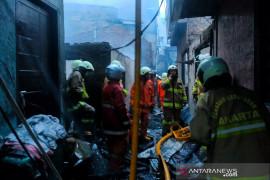 Kebakaran hanguskan 20 rumah di pemukiman padat penduduk Tambora