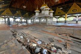 Komplek Makam Syekh Burhanuddin Rusak Page 1 Small