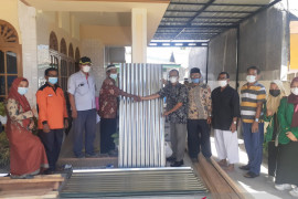 PT Semen Padang bantu korban puting beliung