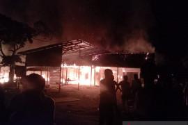 Mobil pemadam kebakaran masuk jurang saat menuju lokasi kebakaran di Kota Jambi