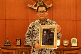 Dirut Bulog Buwas raih penghargaan Best CEO Award kategori Food Security