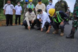Bangun jalan 1,9 km, Pemkab Musi Banyuasin pakai empat ton karet petani
