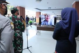 Panglima beri semangat pasien COVID-19 jalani isolasi terpusat di Bandung