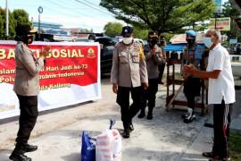 Wakapolda Kalteng bagikan bansos kepada warga isoman