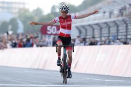 Olimpiade Tokyo - Pebalap Belanda lakukan gestur selebrasi, ternyata emas diraih pebalap Austria
