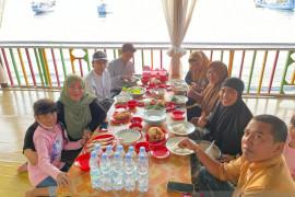 Pengelola warung makan di pesisir Takalar terkena dampak PPKM Makassar