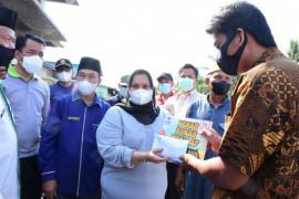 Bupati Bengkalis serahkan bantuan ke korban kebakaran