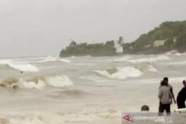 BMKG imbau nelayan waspadai gelombang 4 meter di Laut Sawu