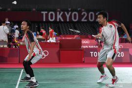 Tiga pebulu tangkis Indonesia lolos ke perempat final dengan menjuarai grup