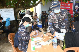 Lantamal VIII terus gencarkan Serbuan Vaksinasi masyarakat maritim