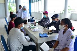 TNI AL sosialisasi protokol kesehatan bagi masyarakat maritim di Mimika