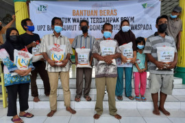 UPZ Bank Sumut dan DD Waspada salurkan ribuan karung beras bagi warga terdampak PPKM