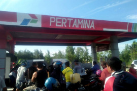 Warga minta aparat tertibkan pengetap SPBU Tanjung Palas