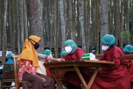DIY percepat vaksinasi COVID-19 untuk pelaku wisata dan ekonomi kreatif