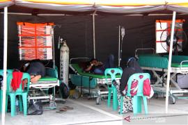 Pasien RSUD Dumai dirawat di tenda darurat Page 2 Small