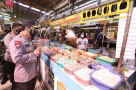 Kapolri ingatkan komunitas pasar patuhi prokes supaya level PPKM turun