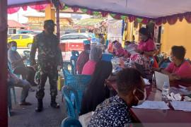 Satuan TNI Mimika gencarkan vaksinasi COVID-19 warga