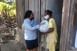 Bantu warga terdampak pandemi di perbatasan, Kemenkumham NTT salurkan 425 paket sembako