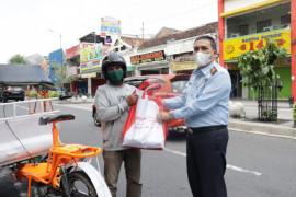 Kanwilkumham DIY salurkan 1.062 paket sembako bagi warga terdampak pandemi