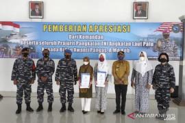 TNI AL apresiasi bidan penolong persalinan di atas perahu asal Balut