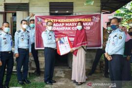 Pejabat Palembang gencar turun ke permukiman bagikan bansos
