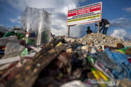 Sanksi adat bagi pembuanh sampah sembarangan