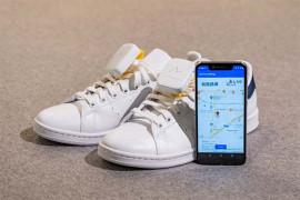 Sepatu navigasi untuk pejalan kaki