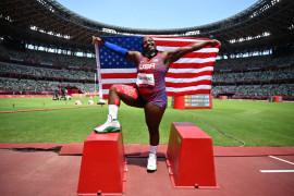 Atlet tolak peluru AS lakukan sikap protes di podium medali