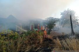 Belasan kamar kos-kosan di Kupang ludes terbakar