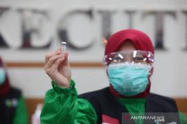 1.408 tenaga kesehatan di Bandung sudah dapat vaksinasi ketiga