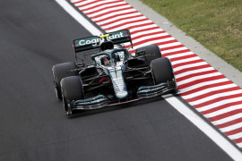 Tim Aston Martin analisis data mobil Vettel sebelum putuskan banding