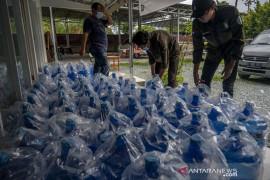 Relawan Penuhi Kebutuhan Makan dan Minum Warga yang Isoman