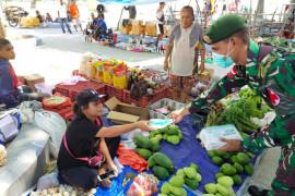 Satgas RI-Timor Leste bagi masker dan sosialisasi COVID-19