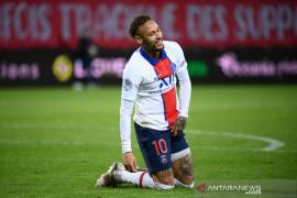 Bentuk tubuh Neymar menjadi sorotan karena foto dirinya saat berlibur