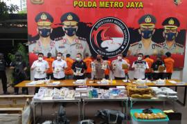 Polda Metro Jaya tangkap 24 orang penimbun obat terapi COVID-19