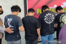 Polisi tangkap delapan peserta tarung bebas