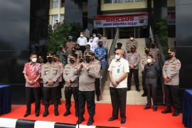 Seribu paket sembako diserahkan HTT Padang melalui Polda Sumbar untuk warga terdampak COVID-19