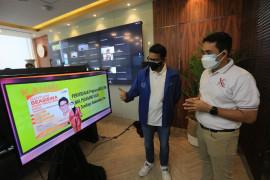Sandiaga Uno beri beasiswa anak pedagang kecil