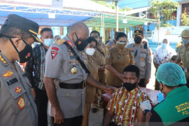 Polda Papua edukasi warga tentang vaksinasi COVID-19 melalui pelajar