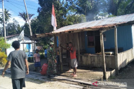 TNI di Yapen ajak warga kibarkan bendera Merah Putih depan rumah